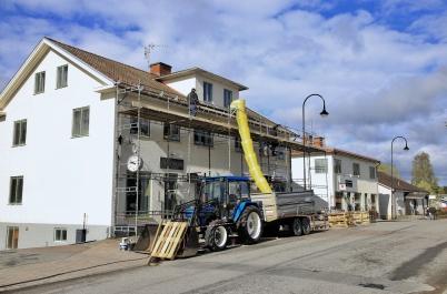 7 maj 2019 - Ett av Patrikssonhusen fick nya takpannor.