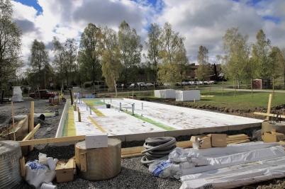 7 maj 2019 - Vid Slussen var grunden till nya hyreshuset snart klar för gjutning.