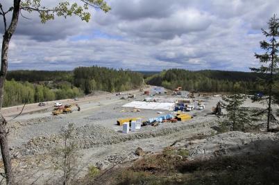 7 maj 2019 - Vid gränsen byggde man nya tullstationen.