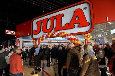 14 maj 2019 . Kunderna strömmade in i JULA-butiken.
