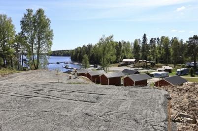 16 maj 2019 - Töcksfors camping skapade nya stugtomter med bästa utsikten.