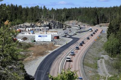 10 juni 2019 - På- och avfartsramperna vid tullstationsbygget asfalterades.
