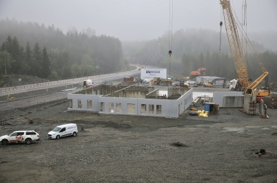 13 juni 2019 - Vid gränsen kunde man se hur tullstationen snabbt tog form.