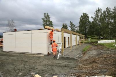 18 juni 2019 - Och vid Slussen jobbade man på med nya hyreshuset.