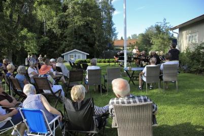 28 juni 2019 - Det var en fin sommar-kväll när PAML spelade jazz i Waterside:s trädgård.