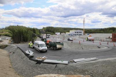 3 juli 2019 - Vid gränsen fortsatte arbetet med av- och påfarterna.