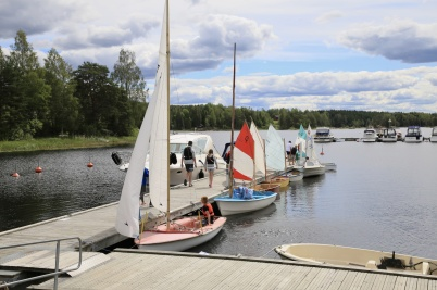 3 juli 2019 - I Sandviken ordnade Båtklubben Rävarna seglarskola.