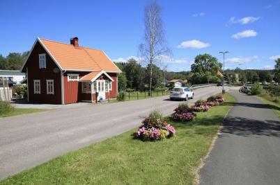 5 juli 2019 - Kommunen hade smyckat centrum med fina blomsterarrangemang.