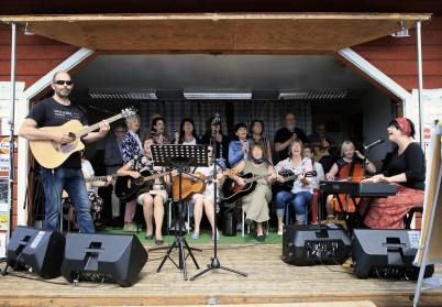 5 juli 2019 - Och så var det dags för Töcksmarksveckan på torget med bl a Coffee Choir på scenen.