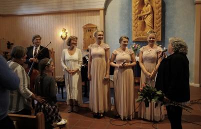 5 juli 2019 - I Östervallskogs kyrka bjöds det på musik i sommarkvällen med The Hebbe Sisters och Duo Sentire.
