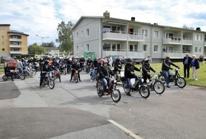 6 juli 2019 - Bygdens alla mopedägare samlades till mopedrally.