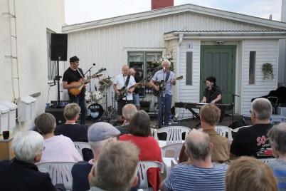 11 juli 2019 - Love & Bluesbandet höll utomhuskonsert i Töcksfors centrum.