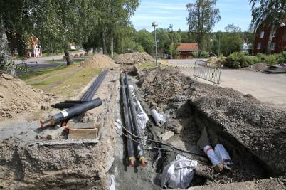 22 juli 2019 - HL Energi drog fram fjärrvärme till hyreshusen på Solängen.