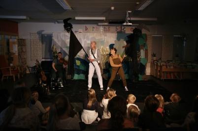 13 augusti 2019 - På biblioteket spelades barnteatern En klimatresa.