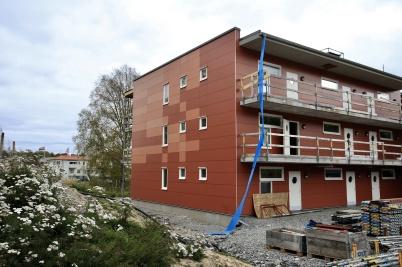 23 september 2019 - Och på Solängen var man klar med fasadbeklädnaden på första hyreshuset.