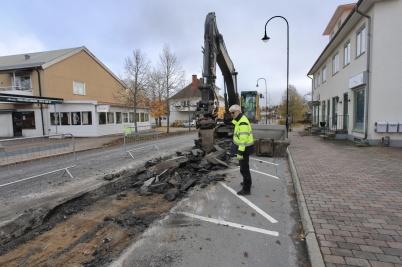 21 oktober 2019 - På Sveavägen startade arbetet med att lägga ny vattenledning.