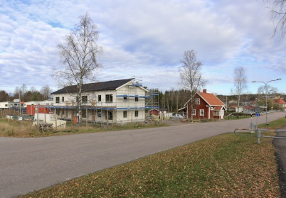 25 oktober 2019 - Vid Slussen kunde man se två olika arkitekturer, sida vid sida.