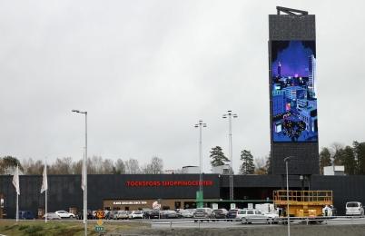 26 oktober 2019 - Vid shoppingcentret driftsattes nya reklamtornet.