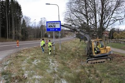 6 november 2019 - Och Trafikverket flyttade vägskylt för att ge bättre sikt.