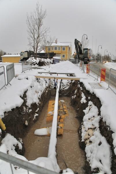 11 november 2019 - Snövädret gjorde arbetet med nya vattenledning i centrum mer komplicerat.