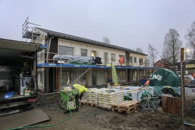 26 november 2019 - Vid Slussen var det full fart på arbetet med nya hyreshuset, både invändigt och utvändigt.