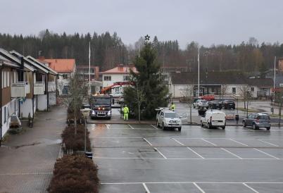 27 november 2019 - Och så anlände årets julgran till torget.