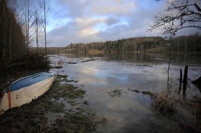 11 december 2019 - Det intensiva regnandet gjorde att asjön Töck svämmade över . . .