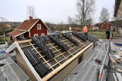 17 december 2019 - Och vid bygget av hyreshuset vid Slussen ville man få klart taket på förrådsbyggnaden före julledigheten.