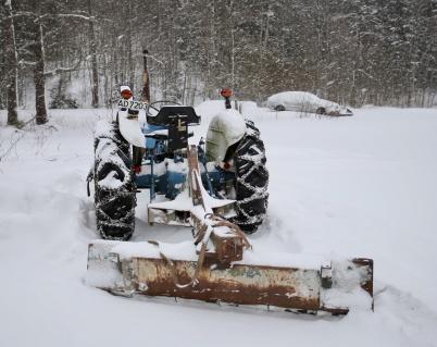 1 februari 2019 - En norskregistrerad traktor med snöblad står redo inför helgen.