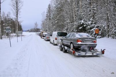2 februari 2019 kl 13.05 - Problemet med racing på sjön Töck fortsätter. Norska bilar på trailers anlände även under förra lördagen. Polisen fanns på plats.