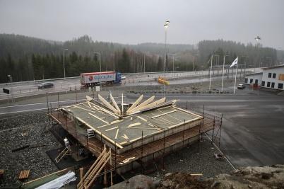 17 januari 2020 - Vid nya tullstationen byggde KGH en ny servicebyggnad.