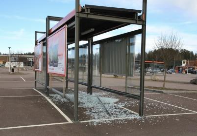 """23 februari 2020 - Handelsparkens  """"hus"""" för kundvagnar vandaliserades."""