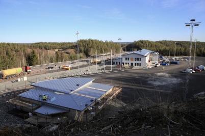 24 februari 2020 - Arbetet med nya tullstationen och KGH:s servicebyggnad  fortskred.