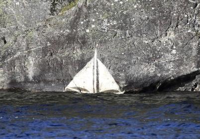 22 mars 2020 - Vattennivån i Foxen var rekordhög, enligt markeringen på berget i Fågelvik.