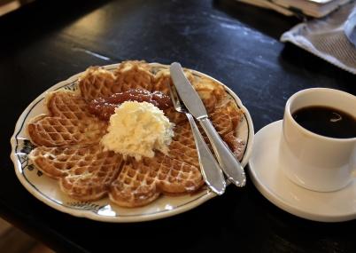 25 mars 2020 - Konst & Musikboden serverade kaffe och våffla - mums.