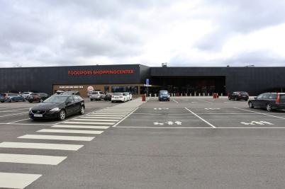 2 april 2020 - Vid shoppingcentret kunde man se effekterna av norska regeringens krav på karantän vid inresa till Norge, norska kunderna stannade hemma.