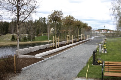 24 april 2020 - Nya askgravplatsen tog form.