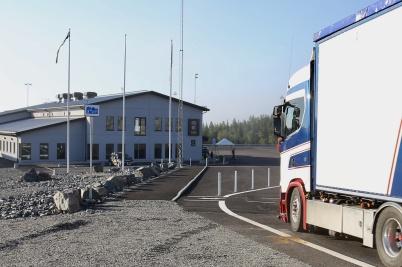 23 juni 2020 - . . . och invänta första lastbilen.