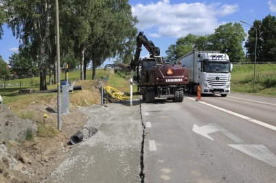 23 juni 2020 - Trafikverket gjorde förberedande arbete för uppsättning av hastighetskameror, före E18-korsningen vid Töcksmarks kyrka.