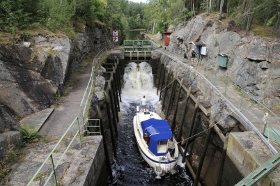 """24 juli 2020 - Turistbåtarna slussades i stort sett som en """"vanlig"""" sommar."""