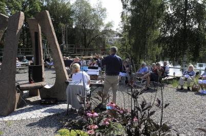 9 augusti 2020 - Svenska kyrkan ordnade coronasäker gudsjänst i Kanalparken.