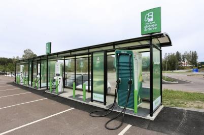 26 augusti 2020 - I Handelsparken öppnades en ny laddstation för elbilar.