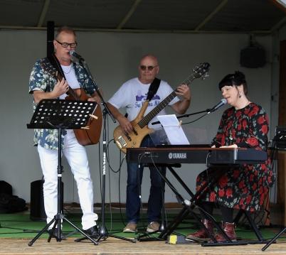 30 augusti 2020 - Pingstkyrkan ordnade flera coronasäkra musikstunder på torget.