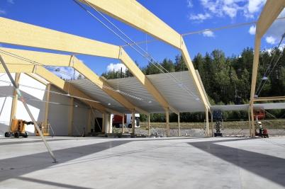 2 september 2020 - Och så började man lägga taket på Norbags utbyggnad.