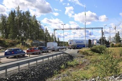 6 september 2020 - Vid återresa till Norge var alla tvungna att köra in  till norska tullen för kontroll.