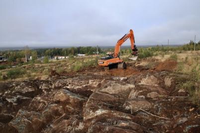 25 september 2020 - Det visade sig finnas mycket berg att spränga, för nya industrivägen.
