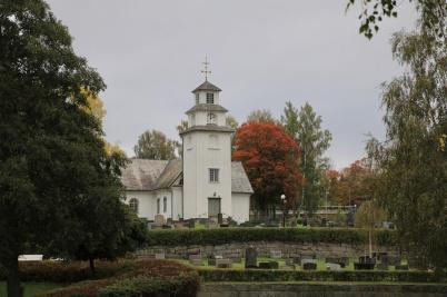 27 september 2020 - Töcksmarks kyrka bäddades in i höstfärger, kyrkan där allt blev annorlunda p g a coronaviruset.