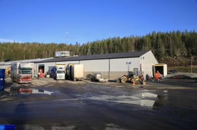 6 november 2020 - Vid Norbag´s nya fabriksdel fick byggfirman samsas om utrymmet med lastbilarna som skulle lasta papperspåsar.