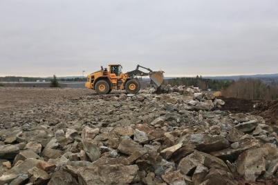 10 november 2020 - Vid bygget av nya industrivägen använde man sprängsten till att skapa ny industrimark.