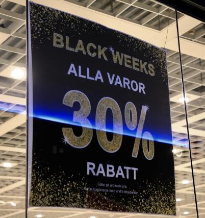 15 november 2020 - Butikerna i shoppingcentret försökte få den lilla skaran kunder att handla.